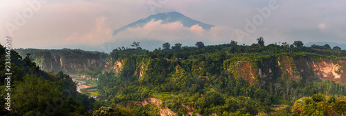 Fotografía  Panoramic View of the Canyon from Sianok Canyon Bukittinggi,Indonesia
