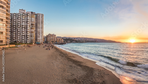 Fotografija  Panoramic view of Acapulco beach at sunset - Vina del Mar, Chile