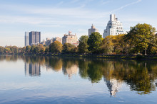 Jackie Onassis Reservoir.  The View Across The Jackie Onassis Reservoir In Central Park, New York City On A Still Autumn Morning.