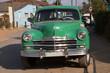 Schöner grüner Oldtimer auf Kuba (Karibik)
