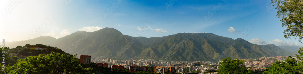 Fototapety, obrazy: View of the city of Caracas and its iconic mountain el Avila or Waraira Repano.
