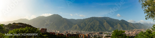 Foto op Aluminium Bergen View of the city of Caracas and its iconic mountain el Avila or Waraira Repano.