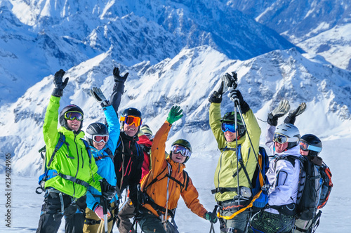 Euphorie in der Gruppe beim Heliskiing in der Monte Rosa-Region Tablou Canvas