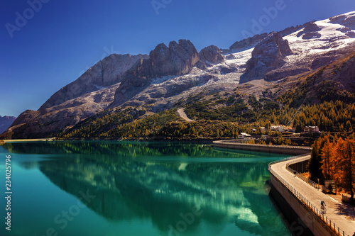 Pinturas sobre lienzo  Lago Fedaia (Fedaia lake), an artificial lake and a dam near Canazei city, locat