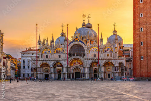 Photo Stands Venice View of Basilica di San Marco and on piazza San Marco in Venice, Italy. Architecture and landmark of Venice. Sunrise cityscape of Venice.