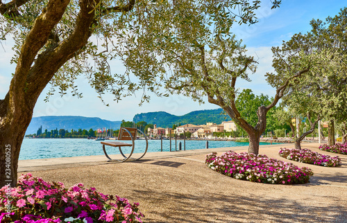 Cuadros en Lienzo Lake Garda with nice walkways and beaches at Bardolino in Italy