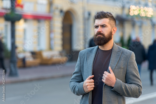 Photo  Man bearded hipster stylish fashionable coat