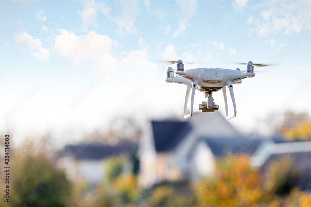 Fototapety, obrazy: drone flying front of home