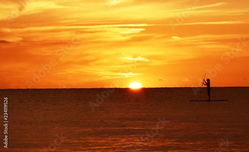 Poster Mer coucher du soleil Paddleboarder at sunset