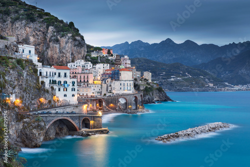 Poster de jardin Europe Méditérranéenne sea view to Amalfi coast with last night lights early in the morning in Italy