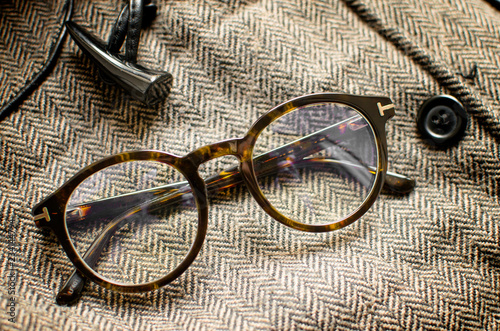 Vintage eyeglasses on tweed background Fototapet