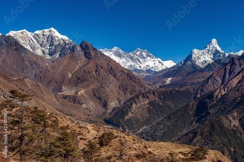 Photo  View of mount Everest, mount Lhotse, mount Ama Dablam and Khumbu valley, Sagarma