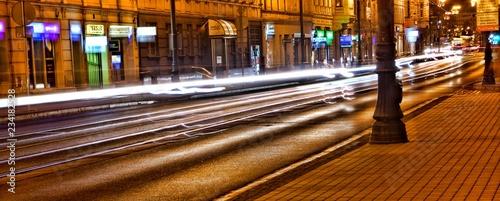 Fototapeta Ruch drogowy nocą centrum miasta obraz