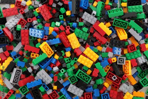 Pile of child's building blocks in multiple colours Tableau sur Toile