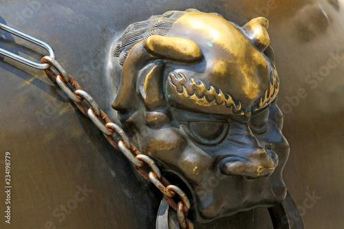 In de dag Macrofotografie Copper animal head sculpture in the Beihai Park,Beijing, China