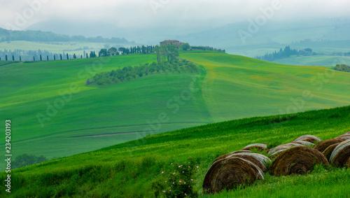 Deurstickers Groene Tuscany Hills Hay Bales
