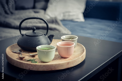 Fotografía Black iron asian tea set on wooden tray