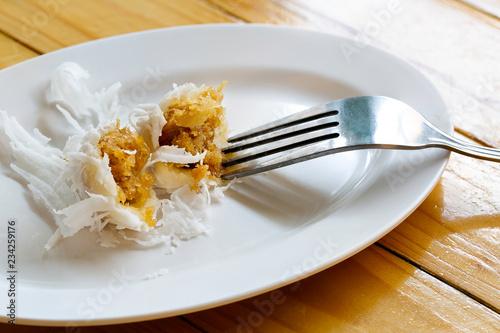 Fotografía  Boiled dessert, delicious Thai dessert in white dish