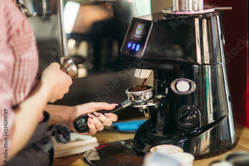 Fototapeta Barista using a coffee machine in cafe obraz na płótnie