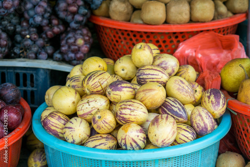Foto  Different fruits on a local market of Sapa in the north of Vietnam