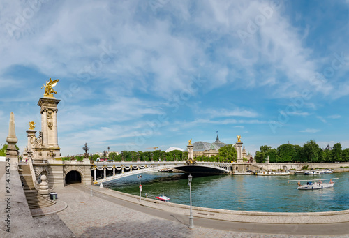Foto op Plexiglas Historisch geb. Panoramic view of stunning Pont Alexandre III bridge (1896) spanning the river Seine. Decorated with ornate Art Nouveau lamps and sculptures it is the most extravagant bridge in Paris