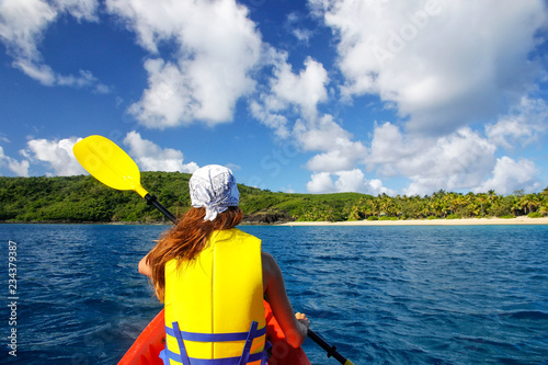 Poster Oceanië Young woman kayaking near Drawaqa Island in Yasawas, Fiji