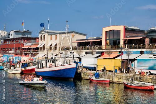 Foto op Plexiglas Poort Warnemünde, Hafen