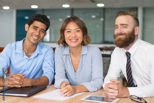 Successful business team smiling and posing Fototapeta