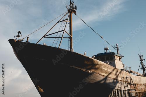 Keuken foto achterwand Schip old ship in port