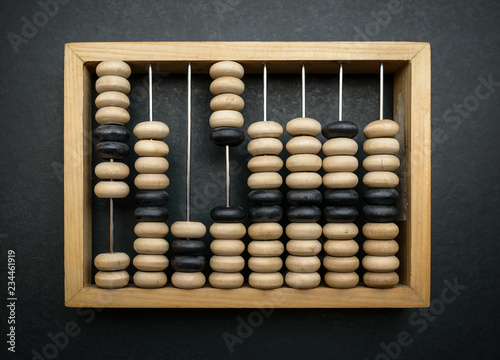 Photo Old wooden abacus on dark background.