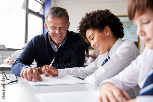 Fotografía  High School Tutor Giving Male Student Wearing Uniform One To One Tuition At Desk