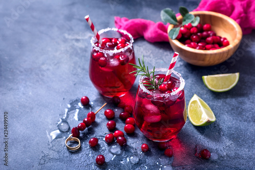 Fotografia  Cranberry cocktail, winter festive cold drink, punsh