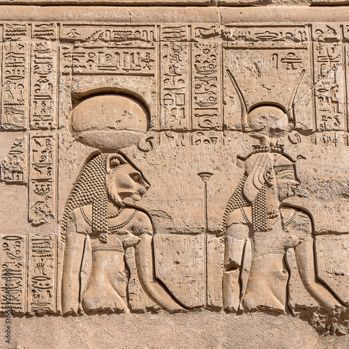 Fotografia  hieroglyphs at the Ancient temple in Kom Ombo