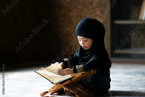 Slika na platnu Asian Indonesian Muslim kid is reading the Quran