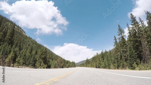 Fotobehang - Driving on paved road in Rocky Mountain National Park.
