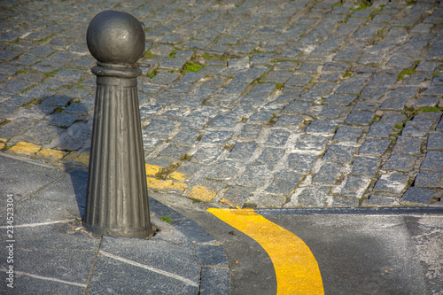 Fotografía  Bollard and ground 2
