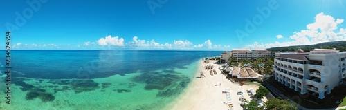 Foto  Panoramic aerial view of the wonderful caribbean beach resort on Jamaica, Monteg