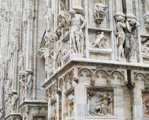 Papel de parede ITALY, MILAN - November 12, 2018: Beautiful architectural details, bas-relief an