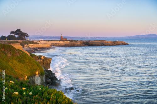 Photo Sunset view of the Pacific Ocean rugged coastline, Santa Cruz, California; Santa