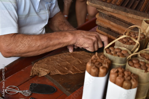 Fotobehang Havana how to make a cuban cigar