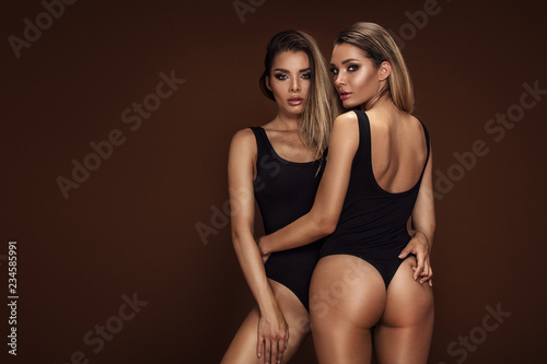 Obraz Two sexy attractive twins women posing - fototapety do salonu
