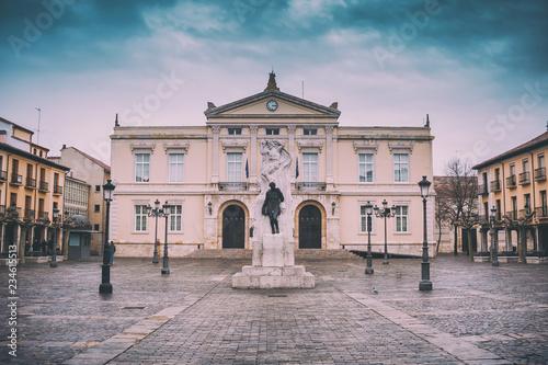 Plaza Mayor con ayuntamiento, Palencia, España