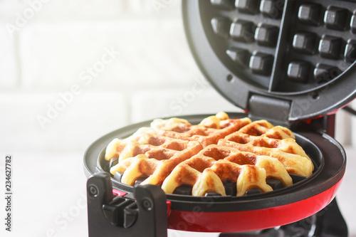 Fotografía The process of making homemade waffles
