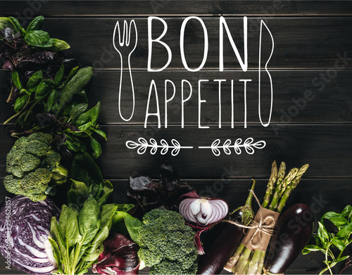 Plakaty do jadalni top-view-of-different-fresh-vegetables-on-wooden-tabletop-with-copy-space-bon-appetit-lettering