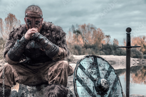 Obraz na plátne fierce viking warrior wounded in battle