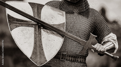 Carta da parati Closeup view on traditional medieval knight with shield and sword