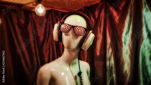 Obraz na plátně Hypnotic glasses and vintage headphones on a female mannequin.