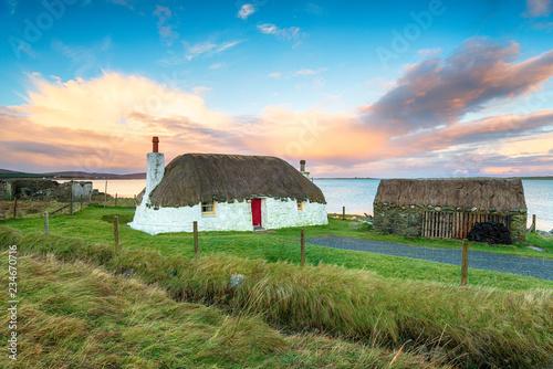 Fotografia, Obraz Thatched Cottage on Uist in Scotland