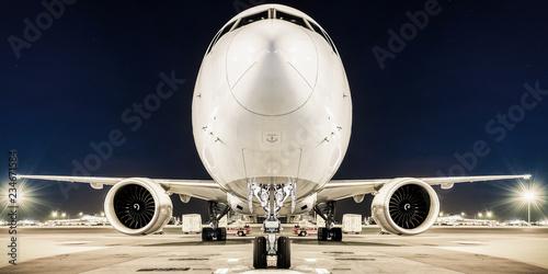 Photo Weisser airliner am boden ansicht von vorne