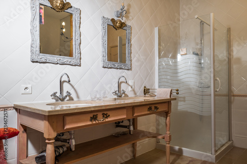 salle de bain ancienne - Buy this stock photo and explore similar ...